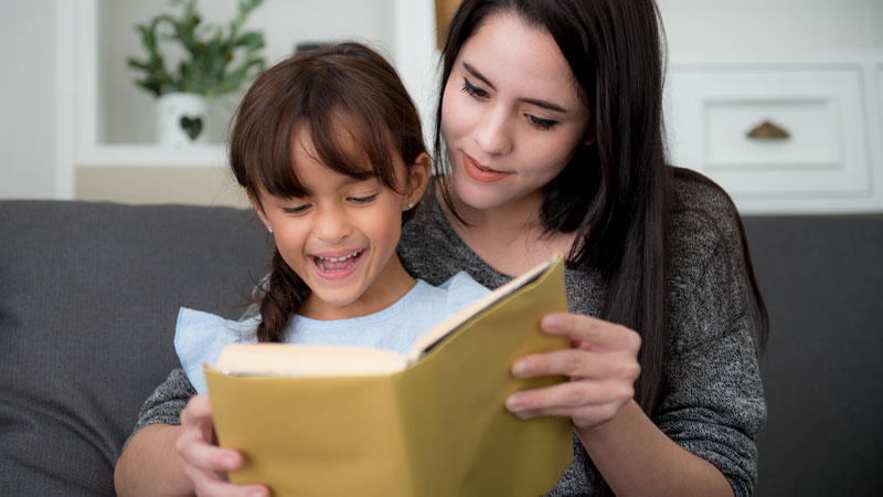 Mom-reading-a-book-to-daughter